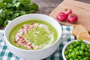 Peas cream with radishes