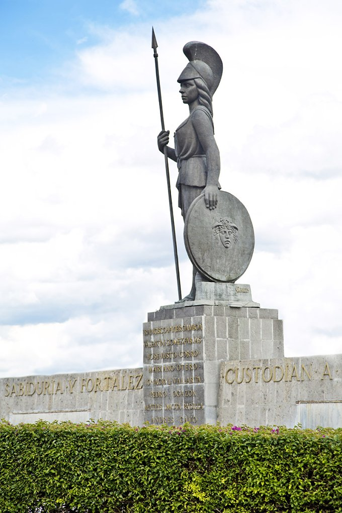 La Minerva. Monuments  - Architecture