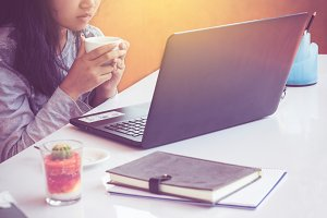 woman drinking coffee with laptop