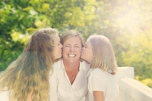 Family gift of kisses for mom