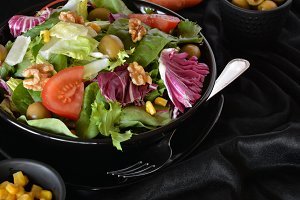 plate of salad with lettuce