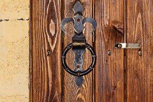 Metal rusty round handle on door
