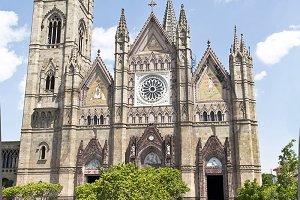 Expiatory Church. Monuments