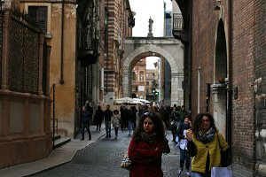 Women are walking in Verona