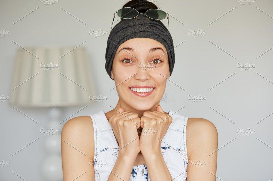 positive female body language