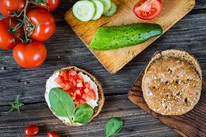 Healthy eating: fresh snack toasts