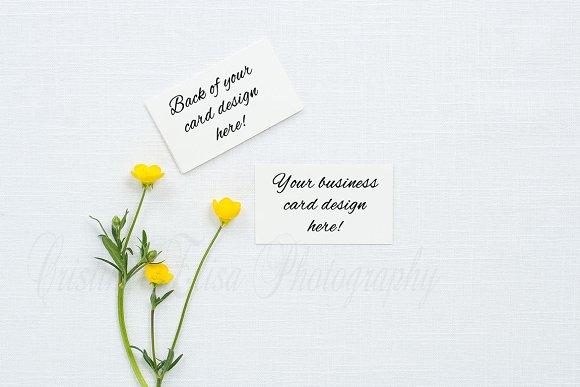 Business card mockup on linen