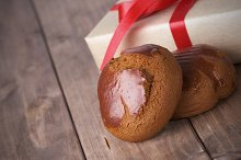 gingerbread with gift box