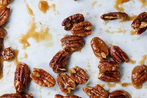 Caramelized pecan nuts