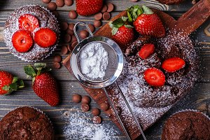 chocolate muffins with strawberry