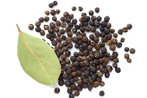 Black pepper and dry bay leaf
