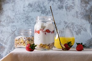 Muesli, berries and yogurt