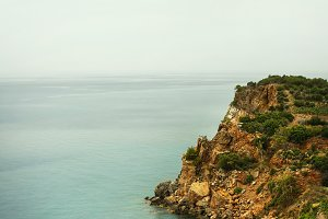 Turquoise sea with cliff
