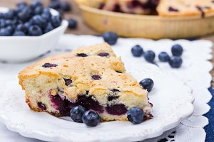 Pie with fresh blueberries