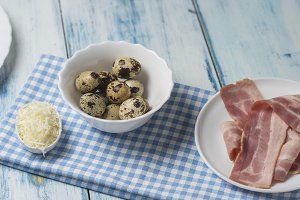 Muffins with quail eggs bacon