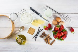 Ingredients to cook an strawberry cake