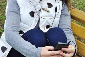 Girl sens sms