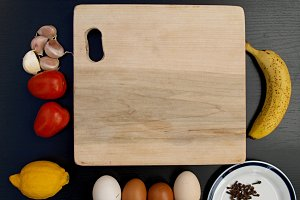 cutting board,garlics, tomatoes,