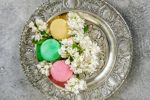 Macaroon cookies with flowers