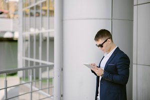 Businessman seeing in tablet pc