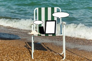laptop on the beach, sunbathing, a phone with a laptop, technolo