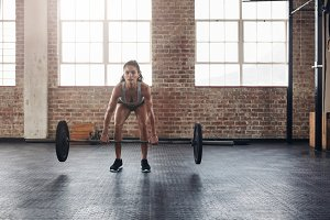 Crossfit woman lifting heavy weights
