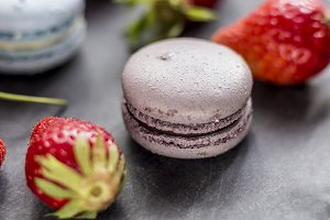 Macarons & strawberries