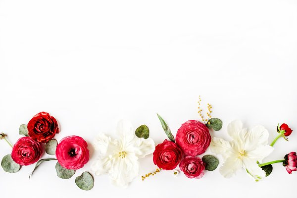 Floral composition with ranunculus