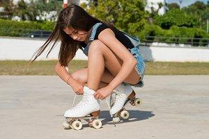 girl tying her skates