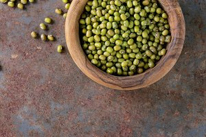 uncooked mungo beans