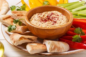 hummus with vegetables and pita