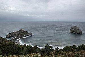 Gaztelugatxe and isla de Arquech