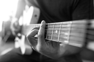Hand play Guiter