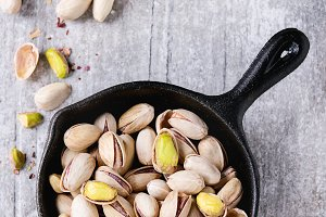 Salted roasted pistachios
