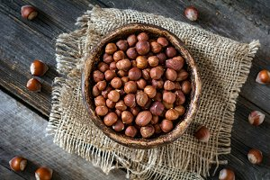 Raw hazelnuts in bowl
