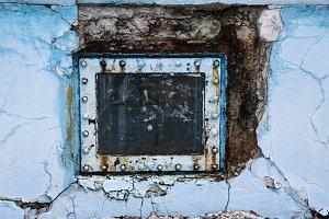 Rusty pool window