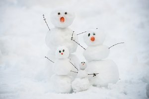 snowman familly on the snow