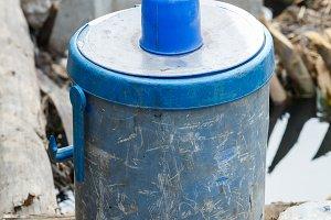 dirty ice bucket