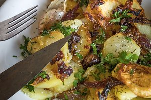 Fried potato with onion and parsley