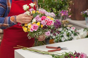 Florist making a flowers bunch