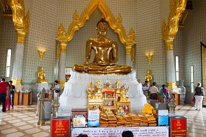 Golden Buddha Statue at Wat Traimit