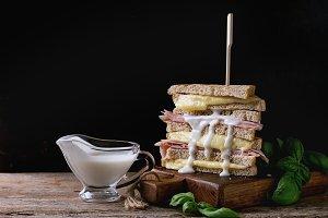 Sandwish with ham and cheese