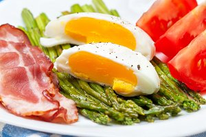 Breakfast with egg and asparagus