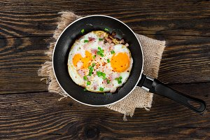 Fried eggs with ham and onion