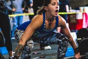 Crossfit Lift - Expressive Woman