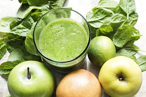 Green vegetable and fruit smoothie