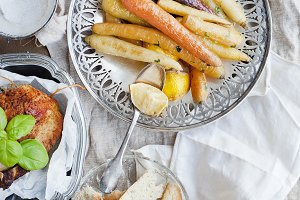 Carrots, roasted chicked and bread