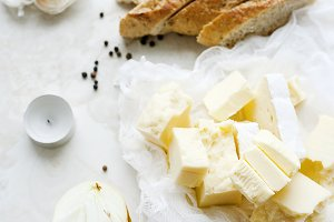 Cheese cubes with bread and onions