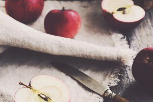 Cutting apple