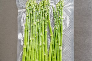 Vacuum sealed green asparagus